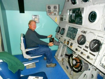 20131023 4773 naval underwater museum jim driving sub_01 - Copy