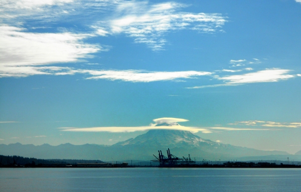 20131101 4803 tacoma mt rainier and port cranes_01