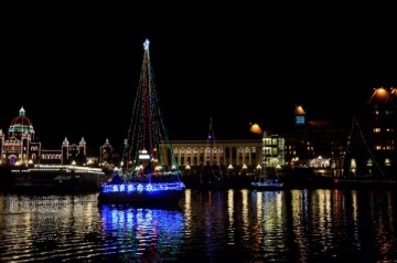20131207 5347 victoria boat parade sailboat_01
