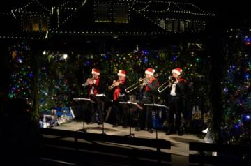 20131218 5456 christmas butchart brass band_01