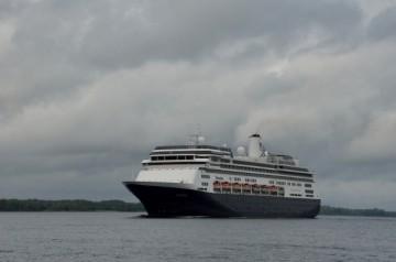 20140520 7403 cruise ship volendam RESIZE