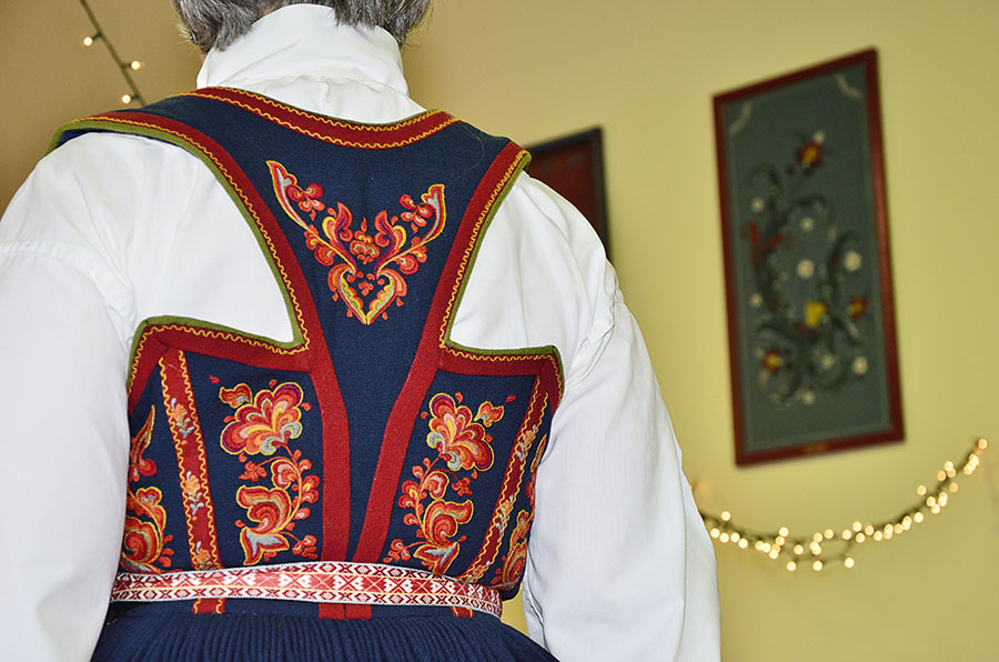 20150515 5233 bunad back embroidery detail r