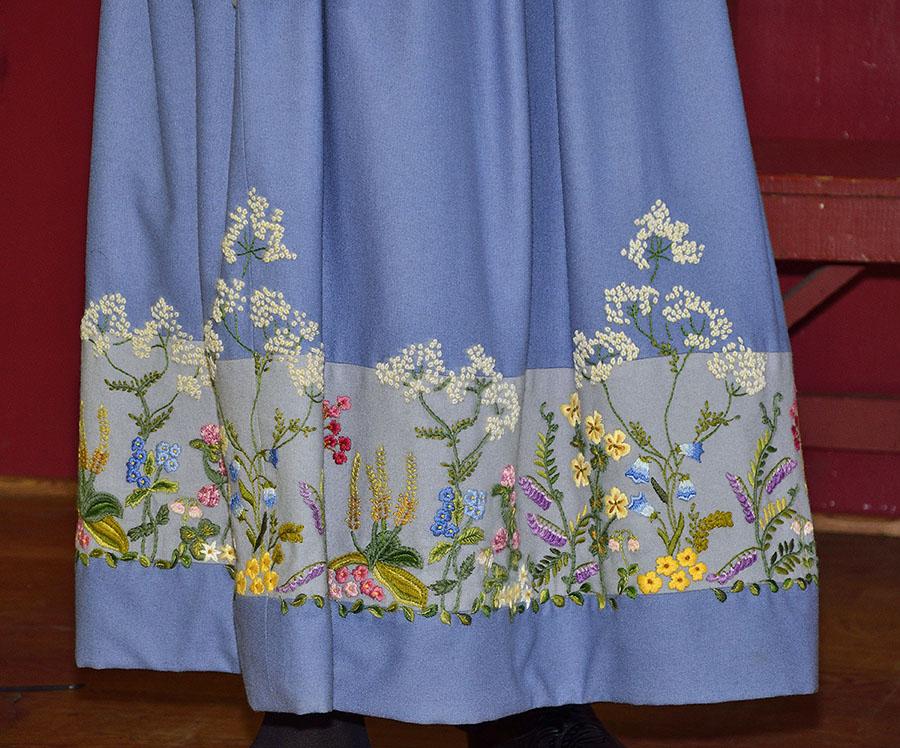 20150515 5243 bunad petersburg embroidery detail r