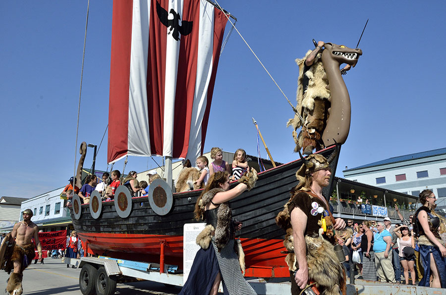 20150515 5340 viking ship on parade r