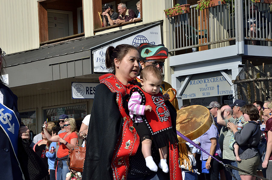 20150515 5356 parade anb mom and baby r