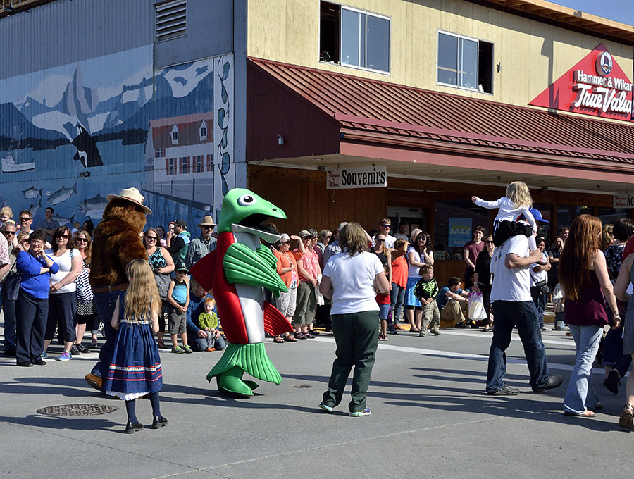 20150515 5364 parade big salmon r