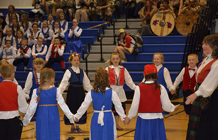 20150516 5470 pageant heidi and dancers r