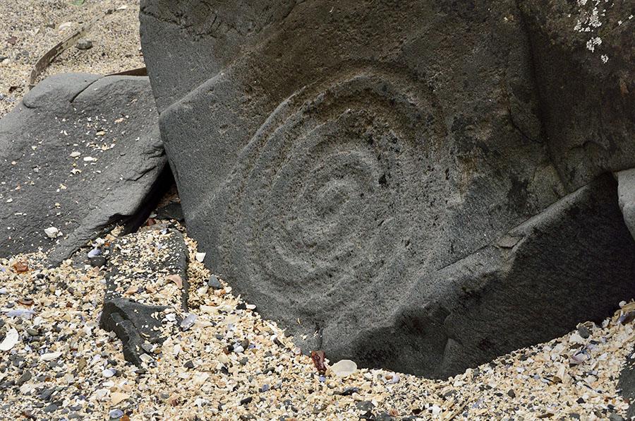 20150809 9822 petroglyph spiral r