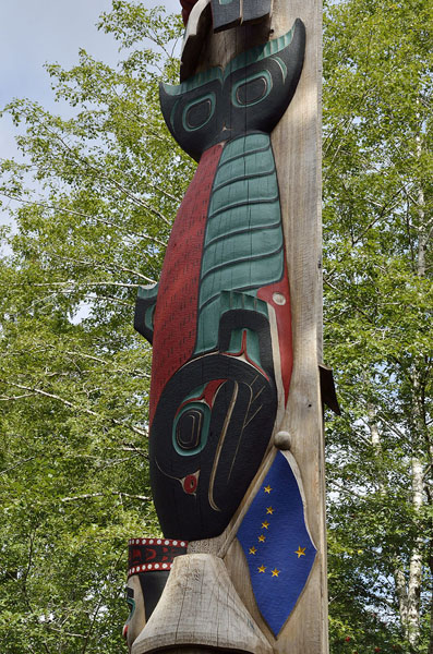 20150819 0147 ketchikan totem fish and flag r