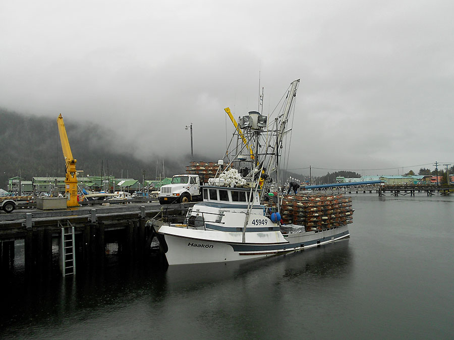 20150927 1807 haakon loaded with crab pots r