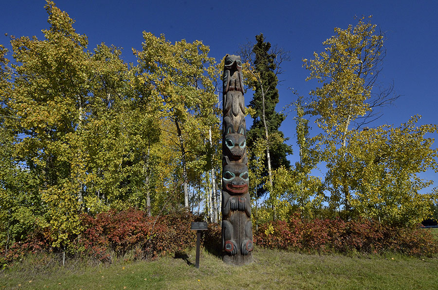 20150904 0543 fairbanks museum totem r