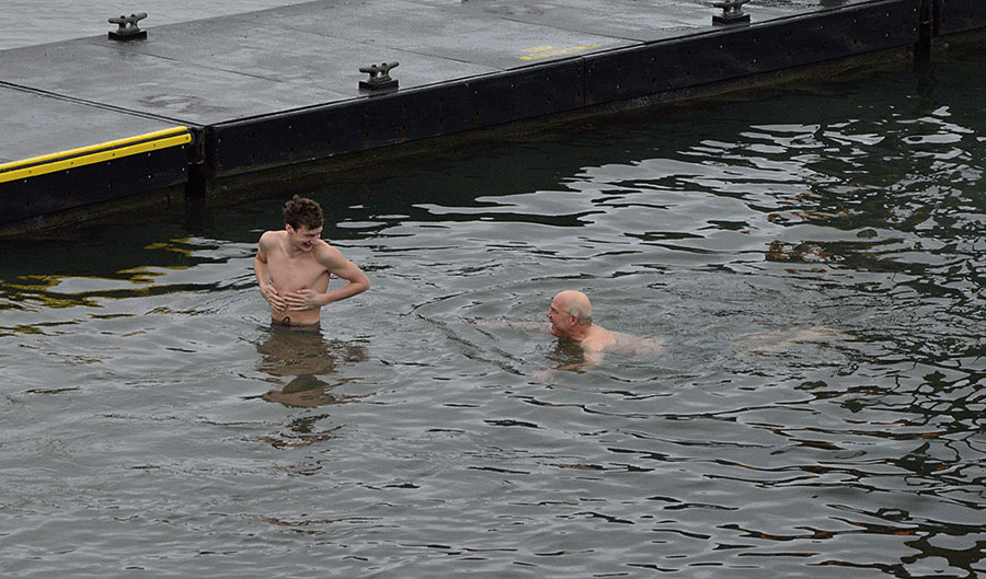 20160101 2534 polar plunge enjoying the water r