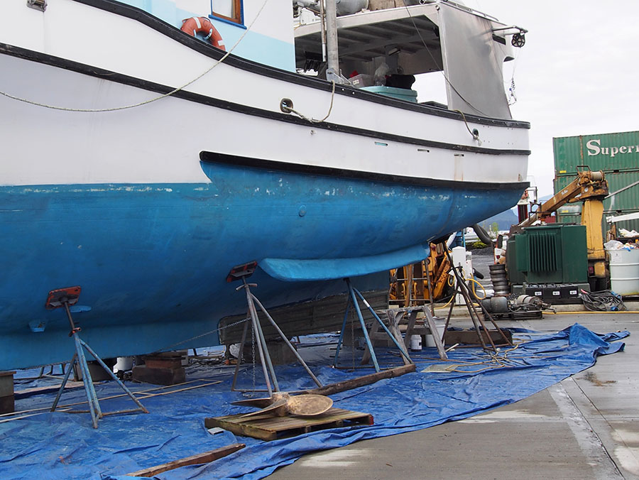 Example of a roll chock on a fishing boat