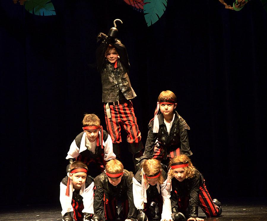 20160502 0619 dance boy pirates r