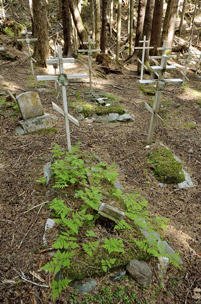 20160614 2245 funter bay cemetery old and new crosses r