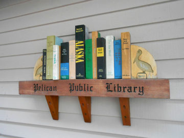 20160730 0251 pelican library sign r